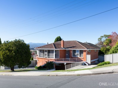 52 dion crescent