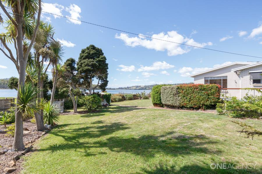 82 gravelly beach road